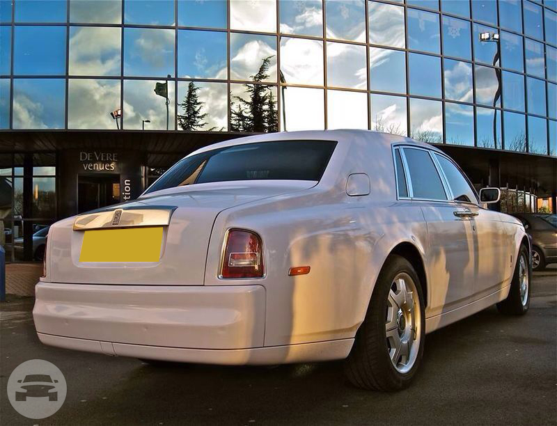 Rolls Royce Phantom (In White) Sedan / Stansted CM24 8JT, UK   / Hourly £0.00