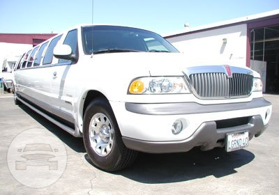 Lincoln Navigator Limousine (WHITE) Limo  / Harwich, UK   / Hourly £0.00