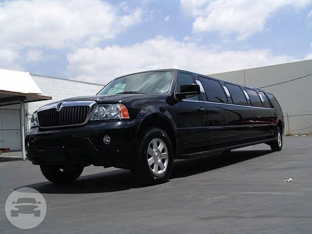 Lincoln Navigator Stretch Limo (BLACK) Limo  / Luton, UK   / Hourly £0.00