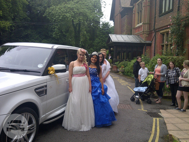 Range Rover Sport (X3 in White) Sedan  / Luton, UK   / Hourly £0.00