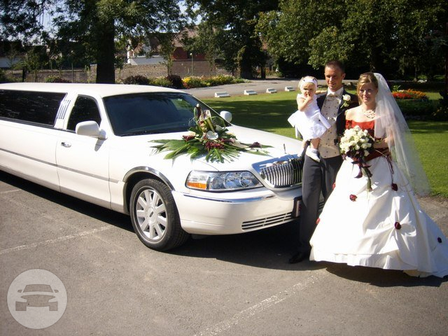 LINCOLN STRETCH LIMOUSINE (WHITE) Limo  / Longford, UK   / Hourly £0.00