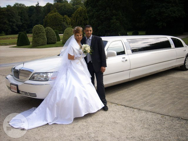 LINCOLN STRETCH LIMOUSINE (WHITE) Limo  / Harwich, UK   / Hourly £0.00